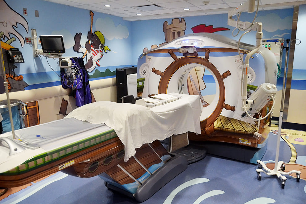 Компьютерный томограф в виде пиратской шхуны